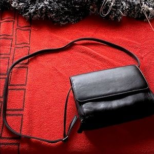 Leather smaller purse lots of compartments